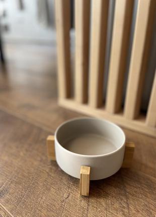 Миска керамічна на бамбуковій підставці для собак та кішок. сiра