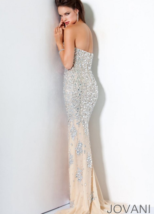 Платье от jovani свадебное вечернее выпускное пудровое бежевое белое