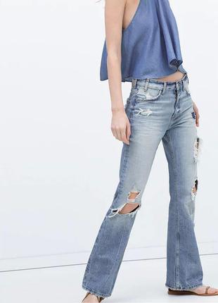 Джинсы трендовые расклешенные  голубые с эффектом потертых и рваных бренд zara