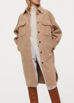 Новое бежевое демисезонное пальто рубашка под овчину тедди миди из новой коллекции