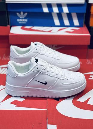 Белые кросовки. много обуви!!!