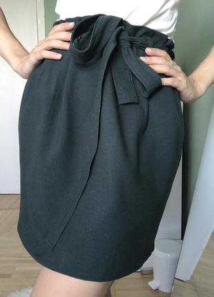 Темно зелёная юбка мини с поясом на талии
