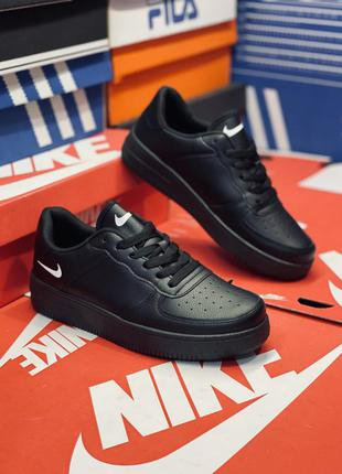 Кроссовки мужские чёрные. много обуви!!!