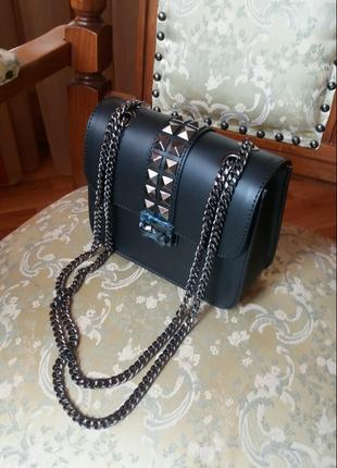 Очень стильная , модная итальянская сумочка