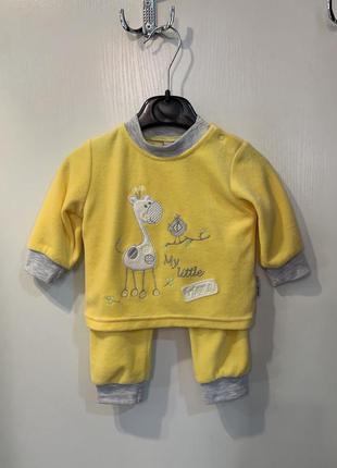Детский желтый костюм