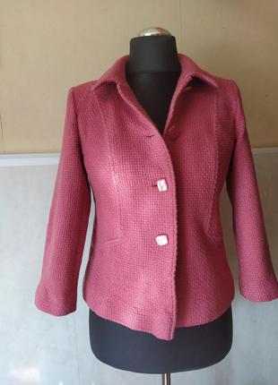 Шикарный твидовый пиджак лососево - розового цвета