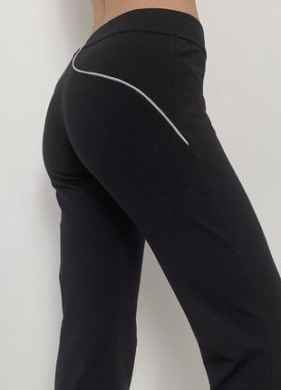 Прямые легкие спортивные штаны с рефлективными полосами