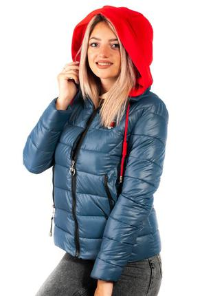 Синяя женская куртка с трикотажным капюшоном