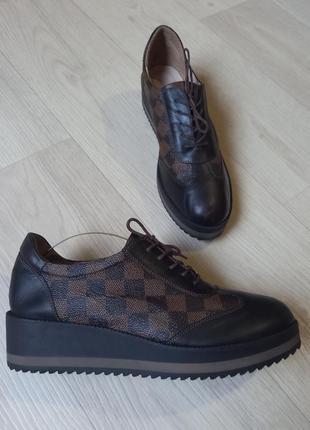 Броги на платформе, туфли на шнурках из натуральной кожи от louis vuitton.