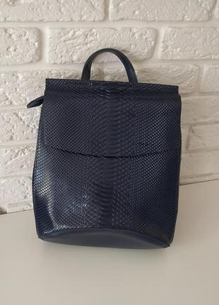 Кожаный рюкзак синий с тиснением