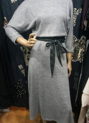 Платье трикотажное миди с поясом