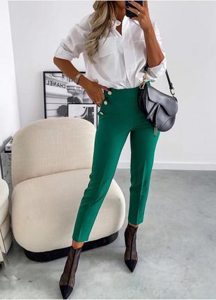 Стильные брюки  декорированы пуговицами♥️