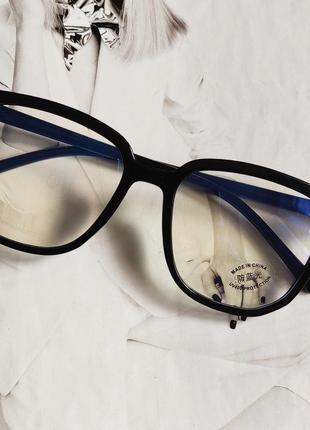 Компьютерные очки квадратной формычерный