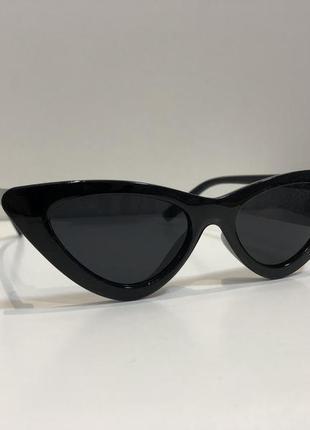 Чёрные солнцезащитные очки лисички