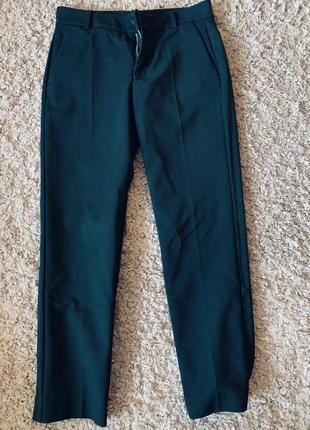 Трендовые темно-зеленые брюки mango