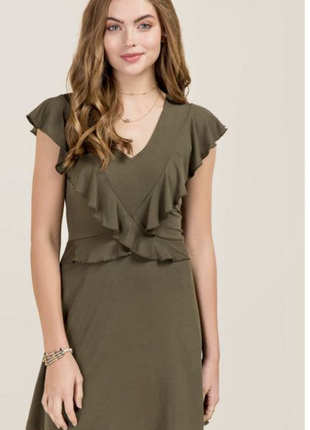 Красивое платье с рюшами francesca's. s-ка.