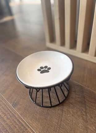 Керамічна миска на металевій підставці для собак та кішок. бiла