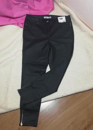 Тонкі стрейчеві чорні джинси під шкіряні скіні