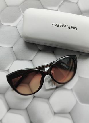 Коричневые солнцезащитные очки бренд calvin klein