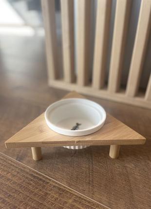 Миска керамічна на бамбуковій підставці для собак та кішок.