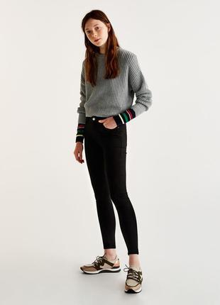 Стильные черные джинсы скини