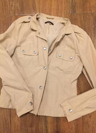 Лёгкая курточка-пиджак sisley