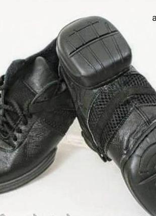 Кроссовки с раздельной подошвой