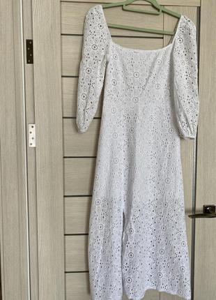 Трендове плаття з розрізом