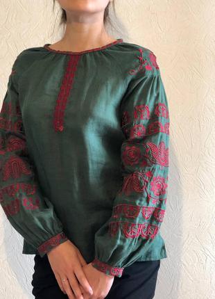 Вишаванка смарагдова з червоною вишивкою фолк мода