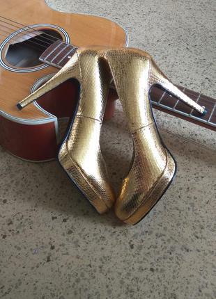 Золотистие золотие туфли 36 размер