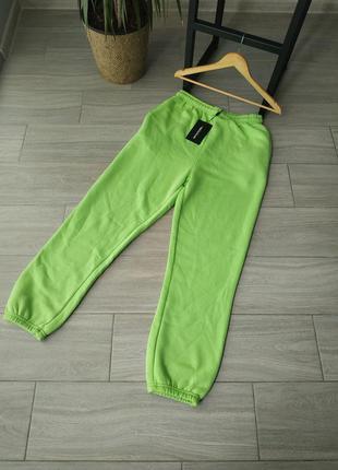 Спортивные зеленые  штаны prettylittlething