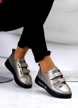 Кожаные кроссовки на липучках