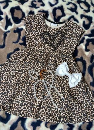Стильное леопардовое трикотажное платьице с пайетками на модницу 6 лет