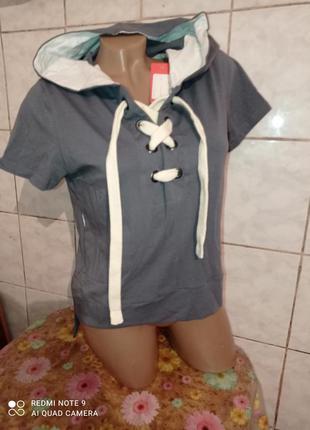 Модная укороченная футболка со шнуровкой