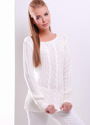 Вязаный женский свитер.