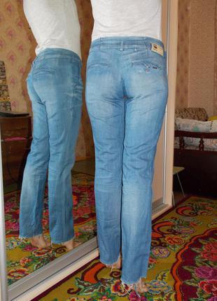 Актуальные джинсы рваные снизу2 фото