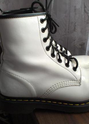 Ботинки белые лаковые dr.martens 38 25 см Dr. Martens 9f2c58be3acd5