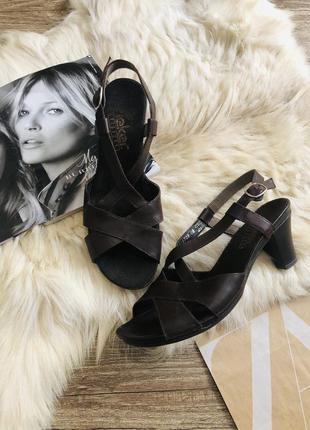 Туфли босоножки натуральная кожа коричневые средний каблук