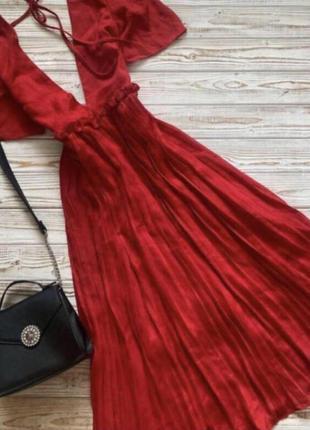 Шикарное красное платье с вырезом boohoo