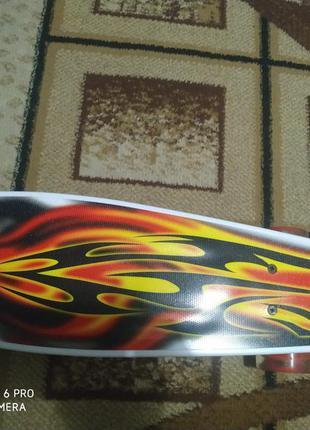 Очень прочный скейт,крутая розкраска