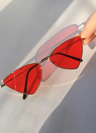 Солнцезащитные очки от солнца треугольные с красными линзами стеклами стёклами металлической оправой в стиле ретро винтаж винтажные кошачий глаз