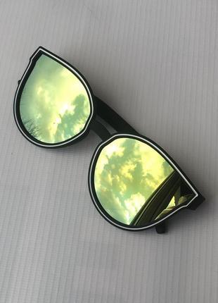 Очки солнцезащитные от солнца с зеркальными хамелеон линзами стёклами стеклами черные чёрные с белым ободком броулайнеры кошачий глаз круглые лисички