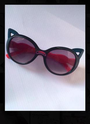 Солнцезащитные очки от солнца с ушками кошка кошачий глаз лисички с тёмными темными чёрными черными стеклам стёклами линзами для девочки мальчика