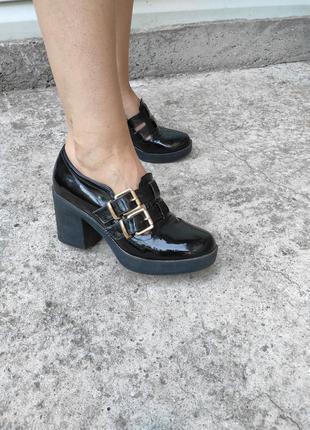 Черные лаковые лоферы туфли river island