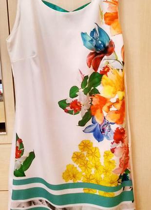 Красивезное платье цветочный принт шелк атлас