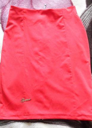 Красивая красная юбка, с молнией сзади на всю длинну