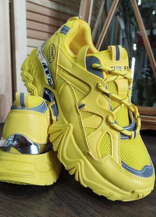 👣   яркие желтые кроссовки на толстой  подошве