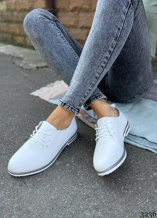 Туфли женские белые на шнуровке кожа туфлі білі