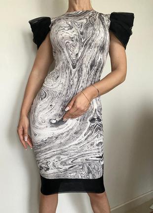 Платье по фигуре с рукавами -в сборку.