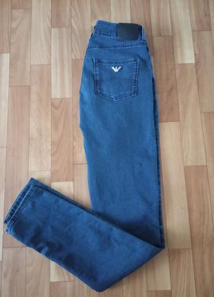 Джинсы armani jeans.